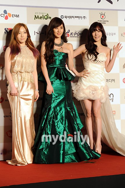 SNSD TTS Graces Red Carpet Event for '2nd Gaon Chart K-Pop Awards'