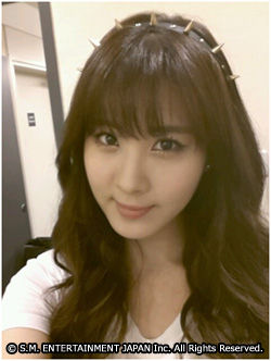 Seohyun greets fans with her adorable Selca picture!