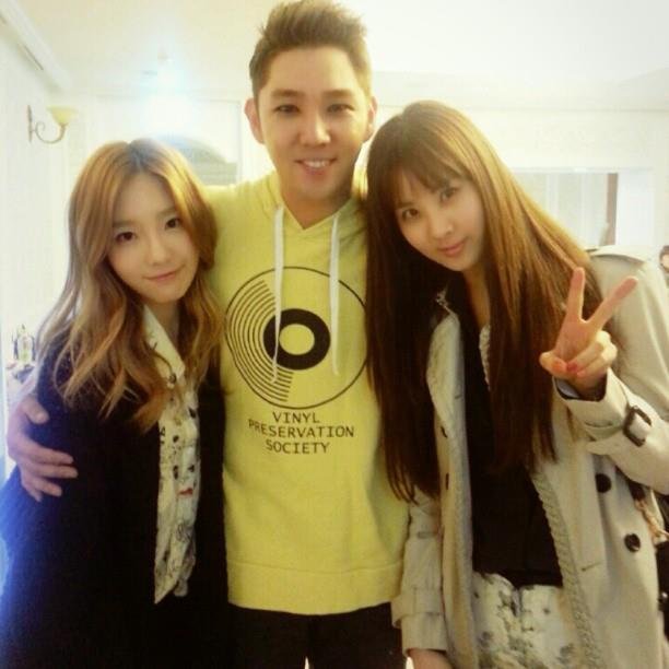 SNSD's Taeyeon and Seohyun snapped a photo with Super Junior's Kangin!
