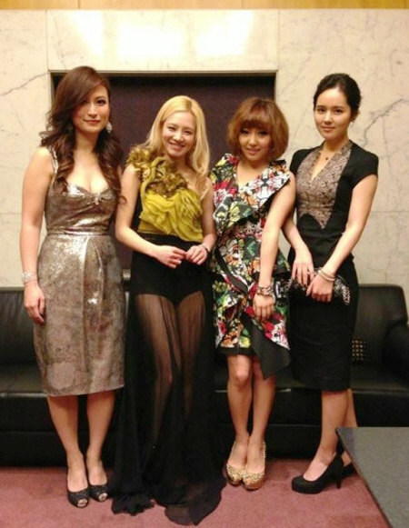Girls' Generation's Hyoyeon and her photo with Miss A's Min and Han Ga-in!