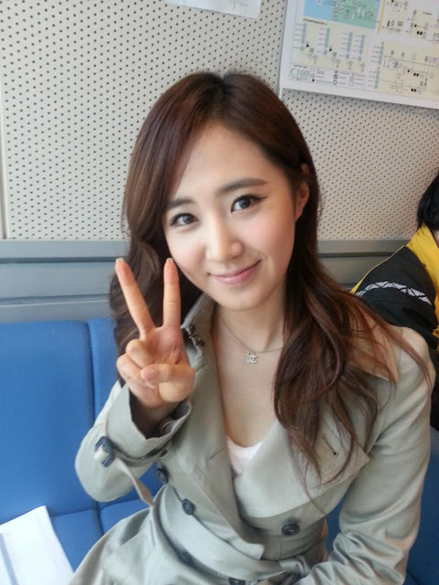 SNSD Yuri's lovely photo and video from 'Gong Hyungjin's Cine Town'