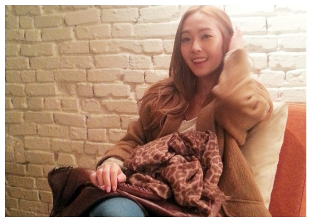 Jessica Looks Beautiful and Feminine as a Blonde!