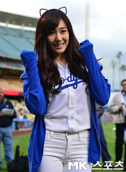 SNSD Tiffany's photos from her opening pitch for the L.A. Dodgers!