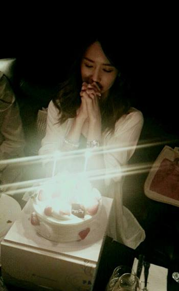 Girls`Generation's Yoona thanks everyone for celebrating her Birthday!