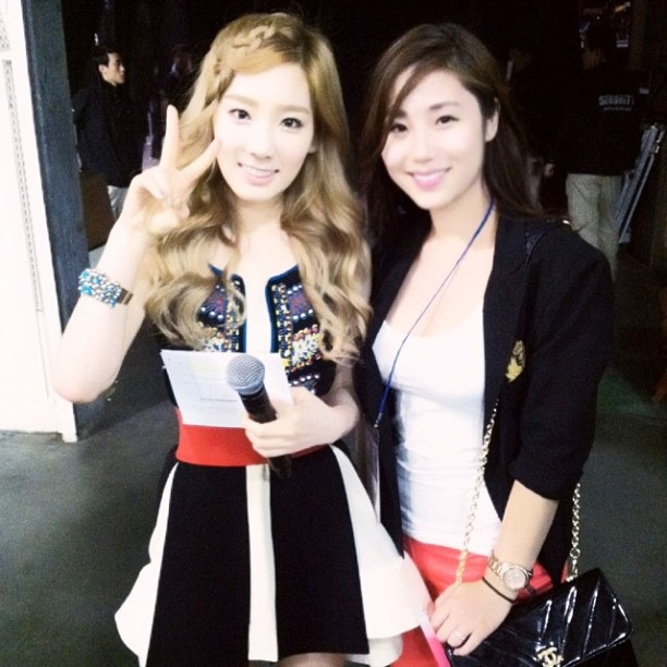 62 SNSD Taeyeon and Tiffanys photos with a Friend!