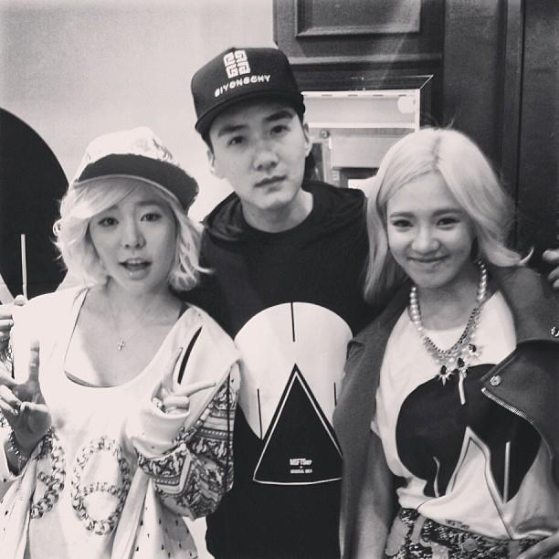 SNSD's Sunny and Hyoyeon snapped a photo with Brandon Zhuonan!