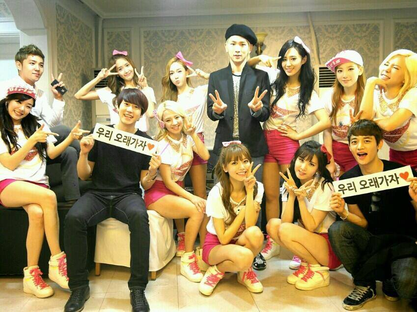 Girls`Generation with SMtown's Kangin, Key, Minho, Kyuhyun at Backstage!