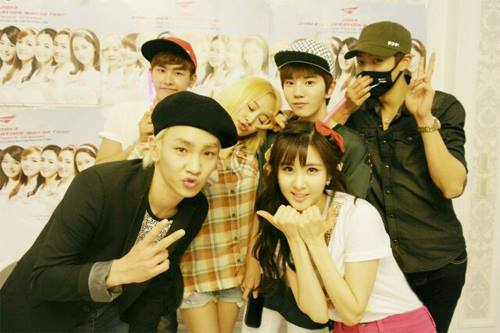 SNSD's Seohyun posed with her '91 Friends! ft. Key, Hoya, Nicole, Sungyeol & Sungjong!