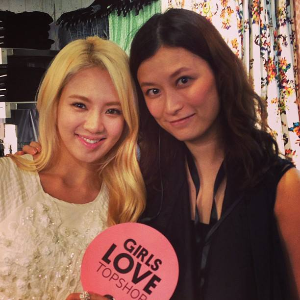 Hyoyeon with TopShop's Staffs at the Launching Event in HongKong!