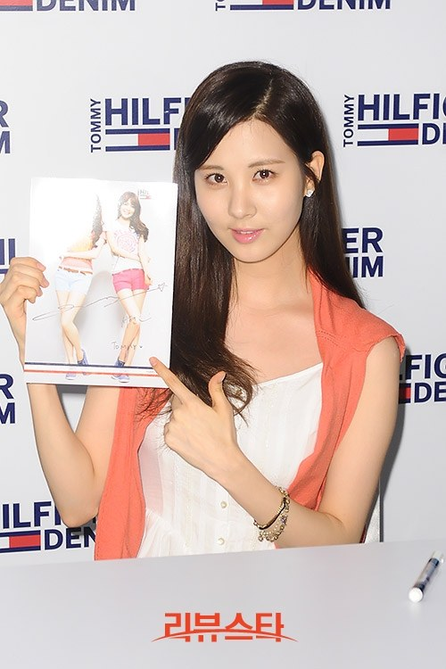 snsd sooyoung soeohyun tommy hilfiger signing event (3)