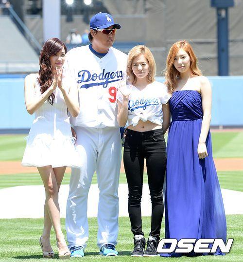 tiffany sunny taeyeon korea day LA (18)