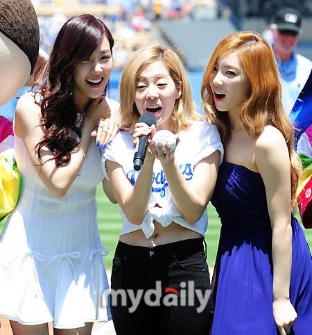 tiffany sunny taeyeon korea day LA (27)