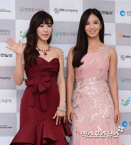 Girls`Generation's Yuri and Tiffany at the Red Carpet of the '2013 Incheon Korean Music Wave Event'