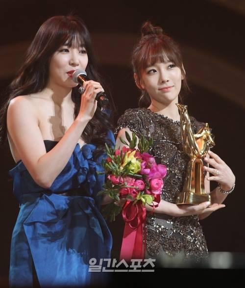 Girls`Generation Won 'Disk Bonsang' and 'Popularity Award' at the '28th Golden Disk Awards'