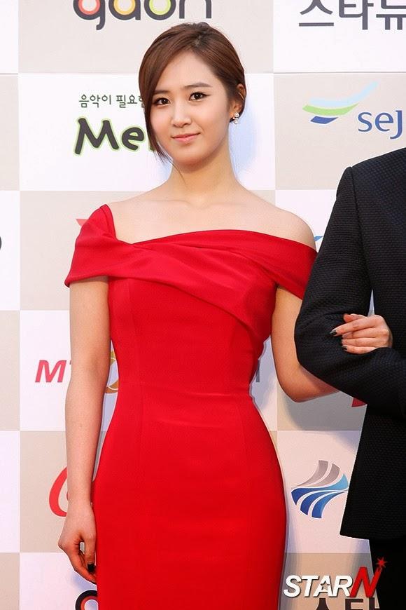 snsd yuri 3rd gaon chart kpop awards MC (1)