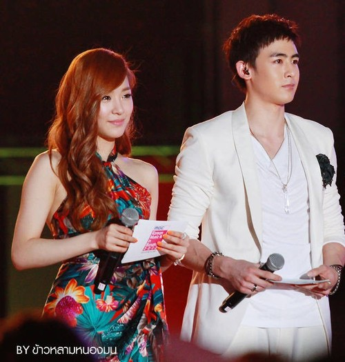 2PM Nichkhun's Care Towards Girls`Generation's Tiffany!