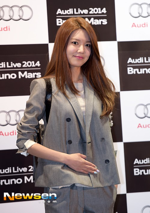 sooyoung at bruno mars concert (3)